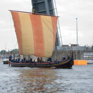 VIKING_LONGSHIP_%22SEA_STALLION%22_ARRIVES_IN_DUBLIN